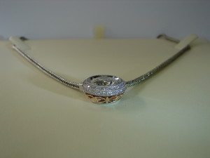 Six carat pendant